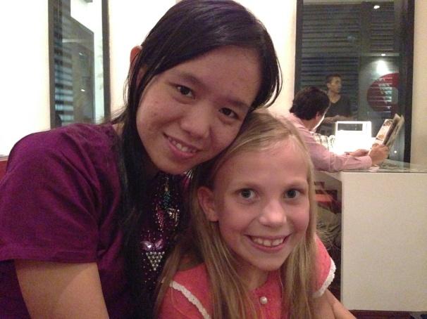 Studentlederen Phyoe Phyoe Aung og datteren min.