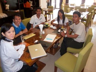 Møte med ABFSU. F.v: Phyoe Phyoe Aung, Moccy, Lin Htet Naing, Honey Oo og Kyaw Ko Ko.