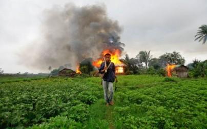 Buddhistisk mobb etterlot 150-250 døde og 5000 boliger ble brent. 140.000 er internert.